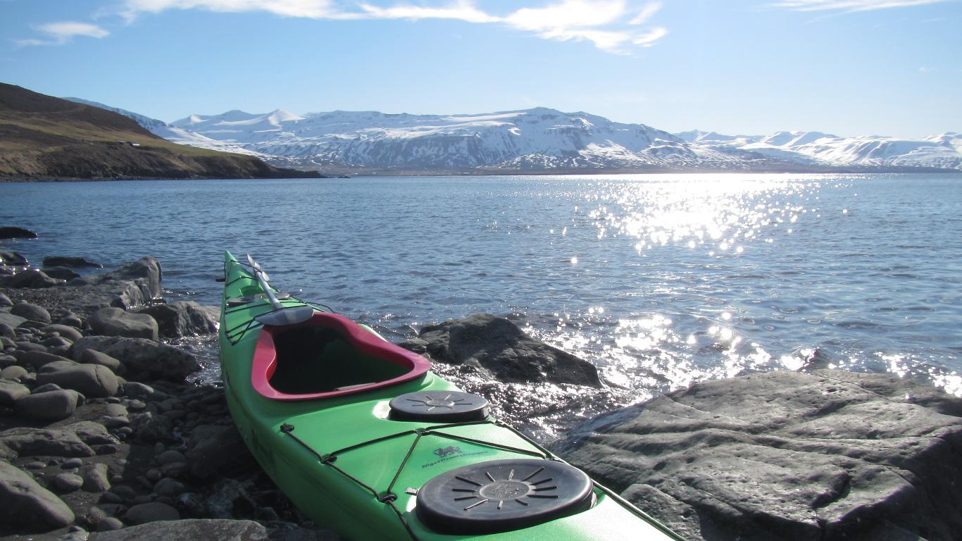Kayak Around Þengilhöfði